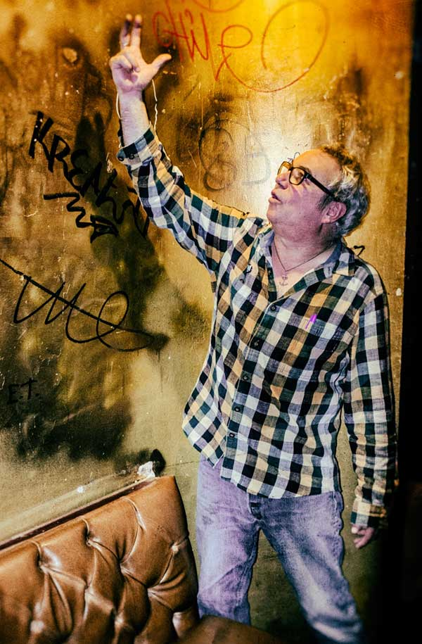 mike watt downstairs in the back room at 'king georg' in cologne, germany on october 28, 2016. photo by martin styblo. photo by martin styblo