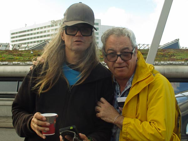 gijs de wit + mike watt (l to r) at schipol on october 23, 2017