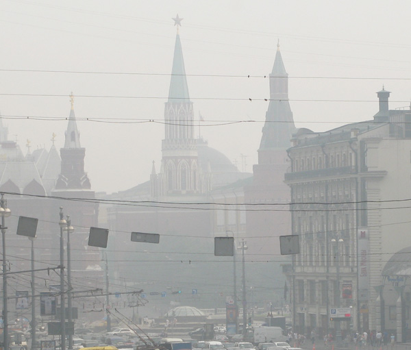 kremlin in moscow choking in smoke from wildfires on aug 4, 2010