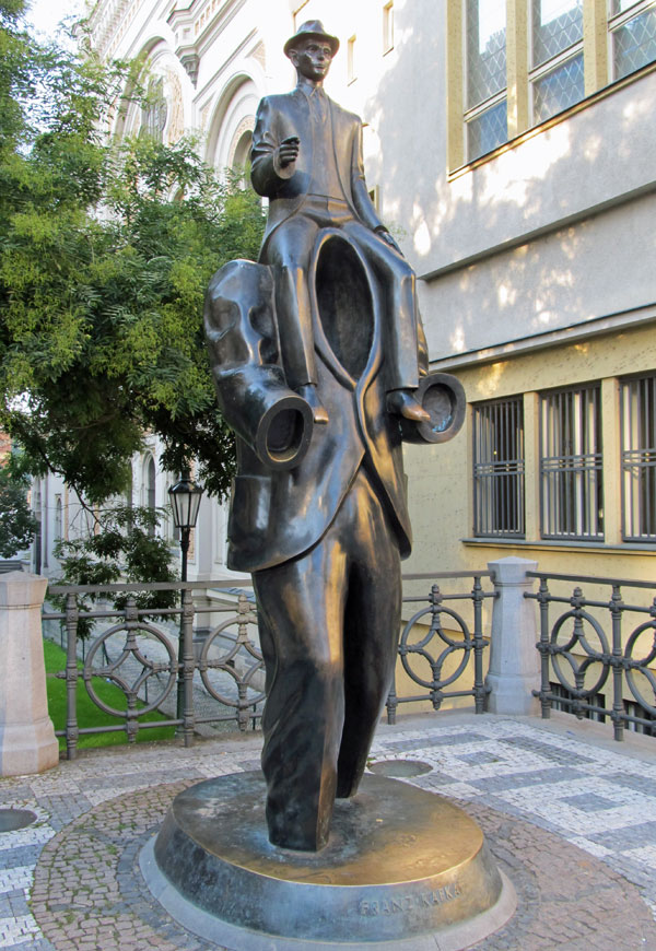 jaroslav rona's sculpture for franz kafka in prague's jewish quarter