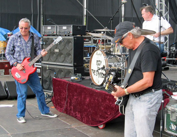stooges soundcheck in seville, spain on may 19, 2012 - photo by andrew burns