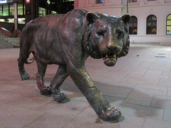 statue of tiger by elena engelsen in oslo, norway