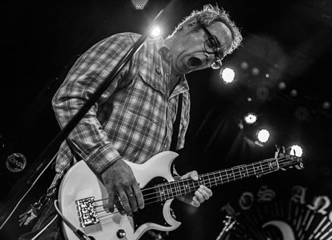 mike watt at the roxy in west hollywood, ca on december 28, 2016 - photo by debi del grande